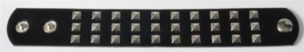 Nietenarmband sort. OPP, ca. 23x3,4 cm