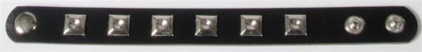 Nietenarmband sort. OPP, ca. 22,5x2 cm